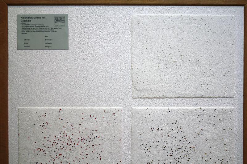 Kreidezeit bietet für jeden Bedarf den passenden Kalkputz. Wie wäre es mit Feinputz, dem Glas-Kies beigesetzt wird (siehe Bild)?