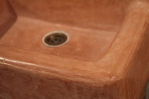 Ein mit Kalk behandeltes Waschbecken? Mit Tadelakt möglich - und schön!